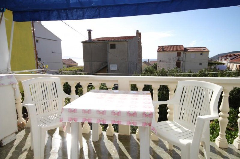 Komiza Apartment Sleeps 2 with Air Con - 5469045, vacation rental in Komiza