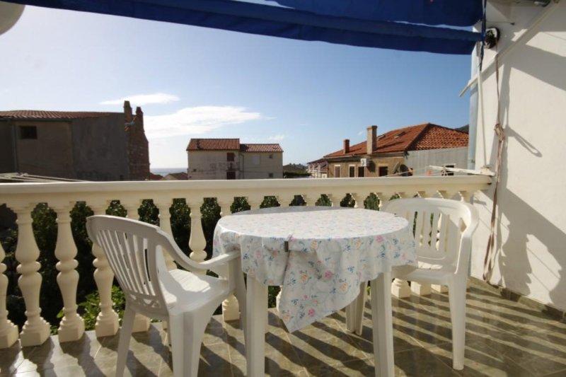 Komiza Apartment Sleeps 2 with Air Con - 5469046, holiday rental in Podhumlje