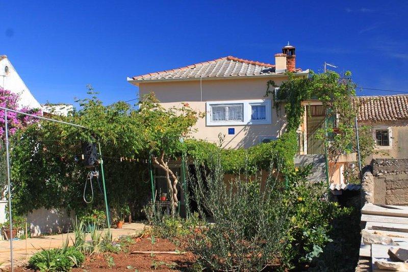 Three bedroom apartment Ugljan (A-8416-a), casa vacanza a Susica
