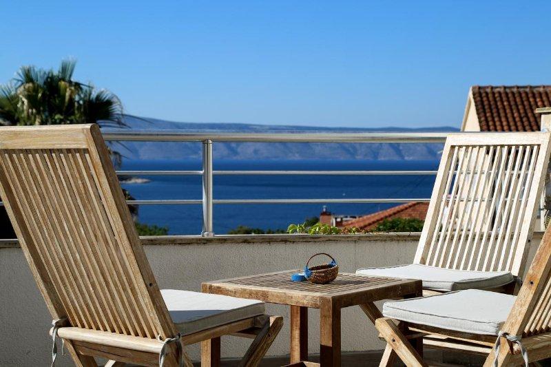 Jelsa Apartment Sleeps 8 with Air Con - 5464723, casa vacanza a Pitve