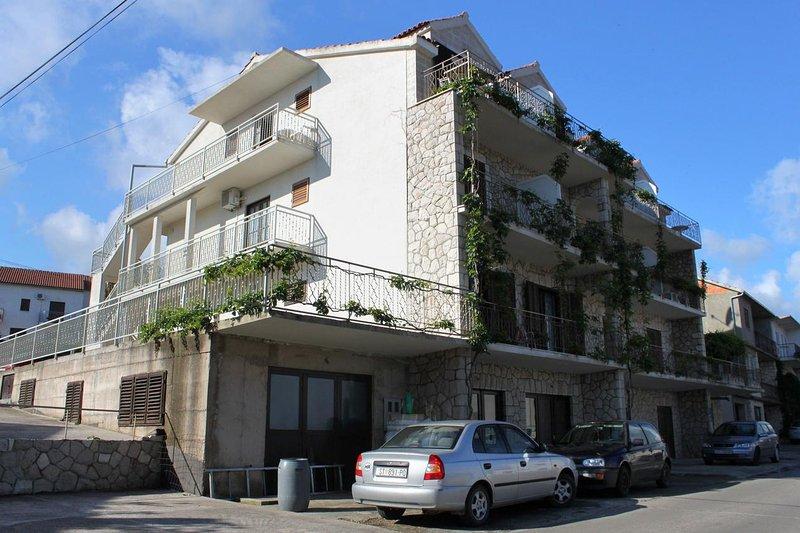 Jelsa Apartment Sleeps 4 with Air Con - 5468845, casa vacanza a Pitve
