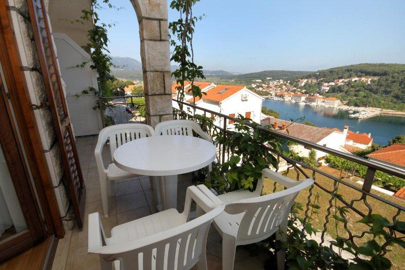 Jelsa Apartment Sleeps 4 with Air Con - 5468840, casa vacanza a Pitve