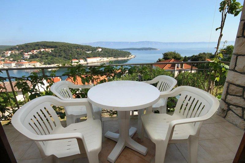 Jelsa Apartment Sleeps 4 with Air Con - 5468841, casa vacanza a Pitve