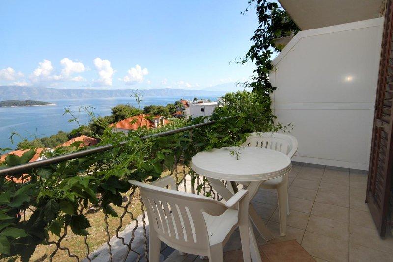 Jelsa Apartment Sleeps 4 with Air Con - 5468849, casa vacanza a Pitve