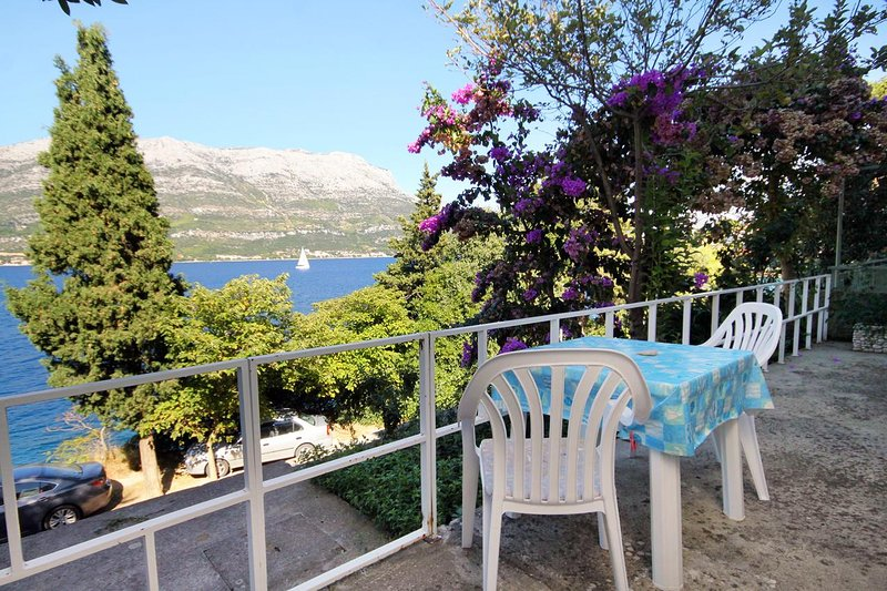 Korcula Apartment Sleeps 3 with Air Con - 5469347, vacation rental in Medvinjak