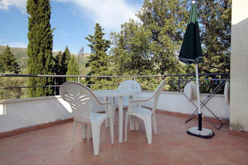 Zaton Apartment Sleeps 3 with Air Con - 5469144, casa vacanza a Stikovica