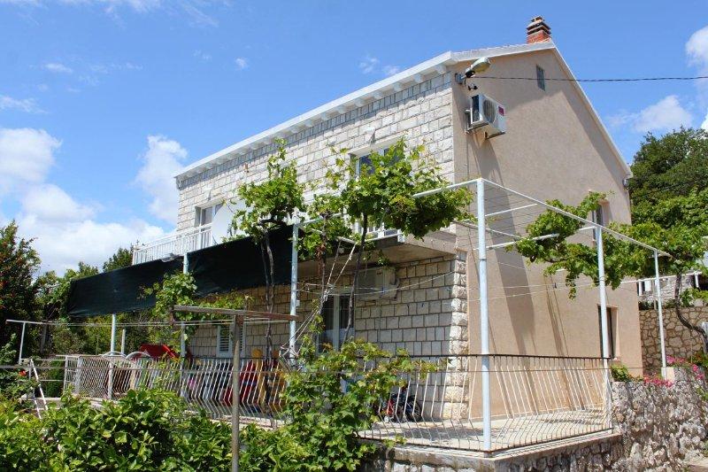 Vrbica Apartment Sleeps 6 with Air Con - 5469119, casa vacanza a Stikovica