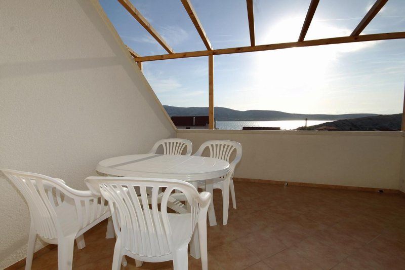 Kolan Apartment Sleeps 4 with Air Con - 5469492, vacation rental in Zubovici