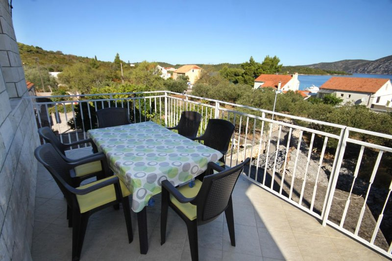 Kneza Apartment Sleeps 6 with Air Con - 5469236, holiday rental in Pupnat
