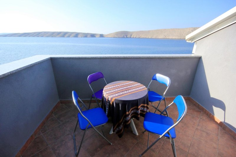 Sveti Mihajlo Apartment Sleeps 6 with Air Con - 5469523, casa vacanza a Vlasici