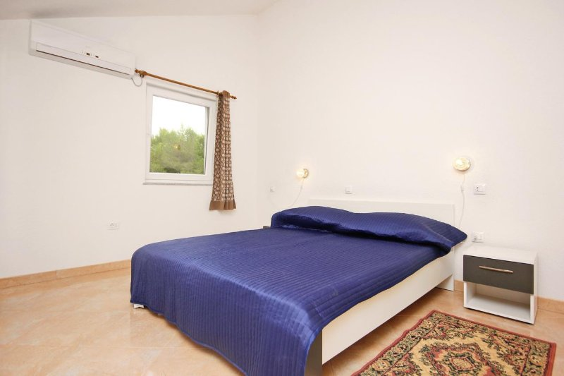 Bedroom 1, Surface: 13 m²