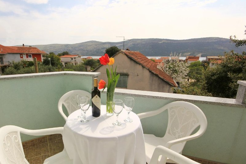 Poljica Kozicka Apartment Sleeps 5 with Air Con - 5469704, alquiler de vacaciones en Poljica