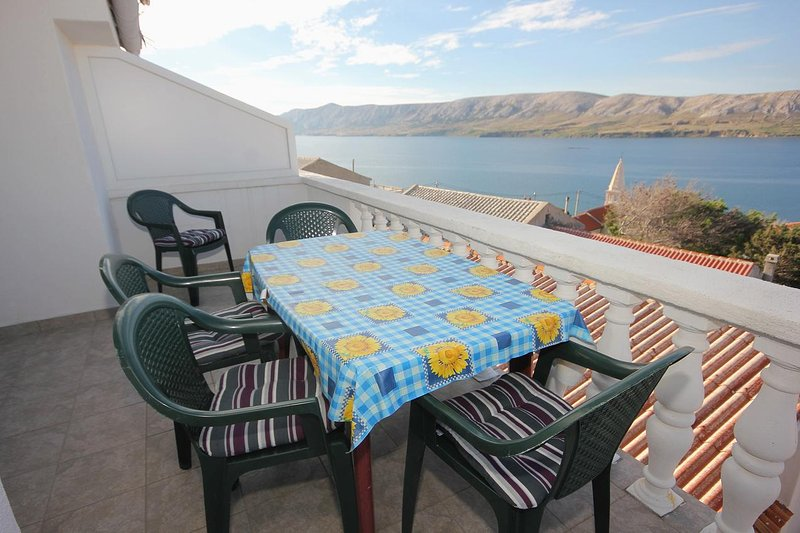 Kolan Apartment Sleeps 5 with Pool and Air Con - 5469495, vacation rental in Zubovici