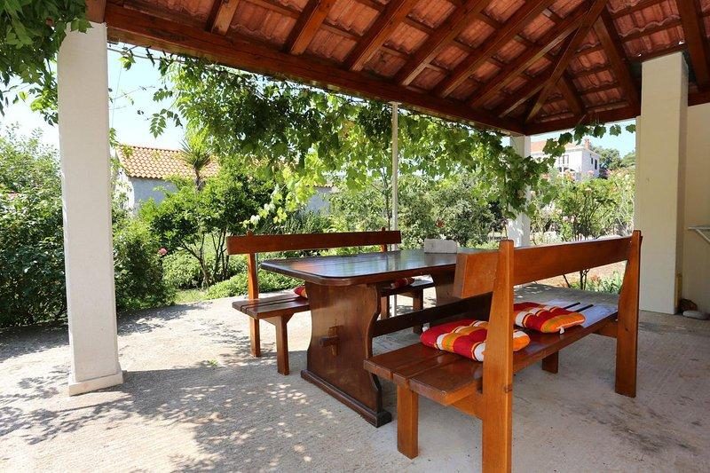 Ston Apartment Sleeps 2 with Air Con - 5470046, aluguéis de temporada em Mali Ston