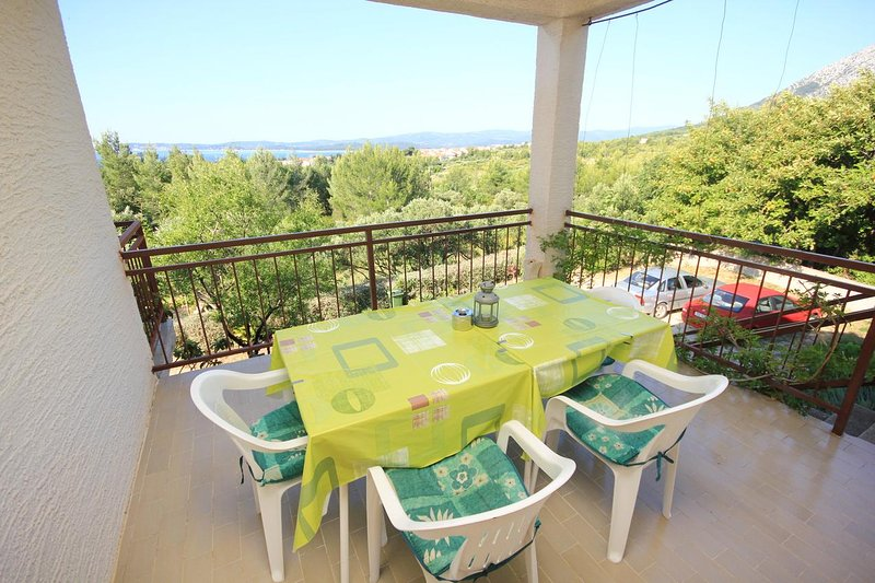 Orebic Apartment Sleeps 4 with Air Con - 5469958, vacation rental in Stankovici