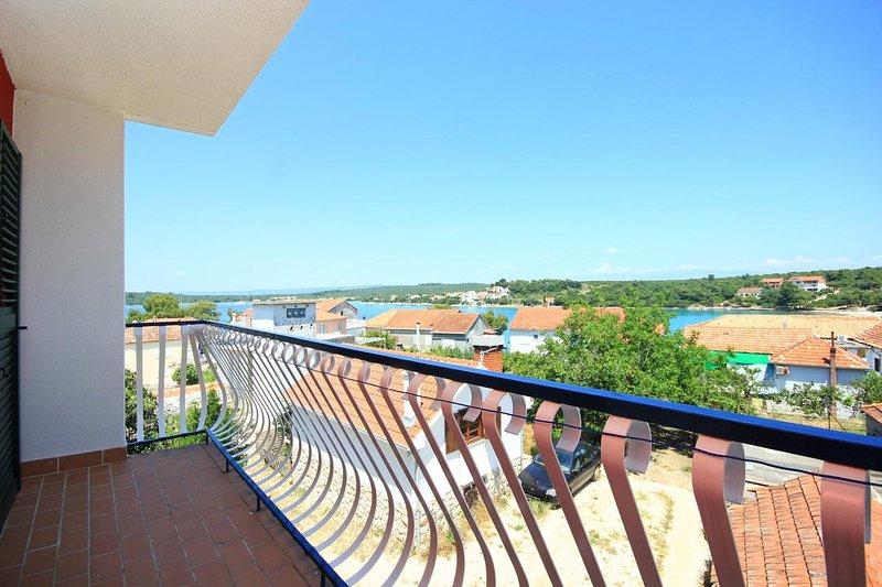 Loviste Apartment Sleeps 5 with Air Con - 5469968, holiday rental in Loviste