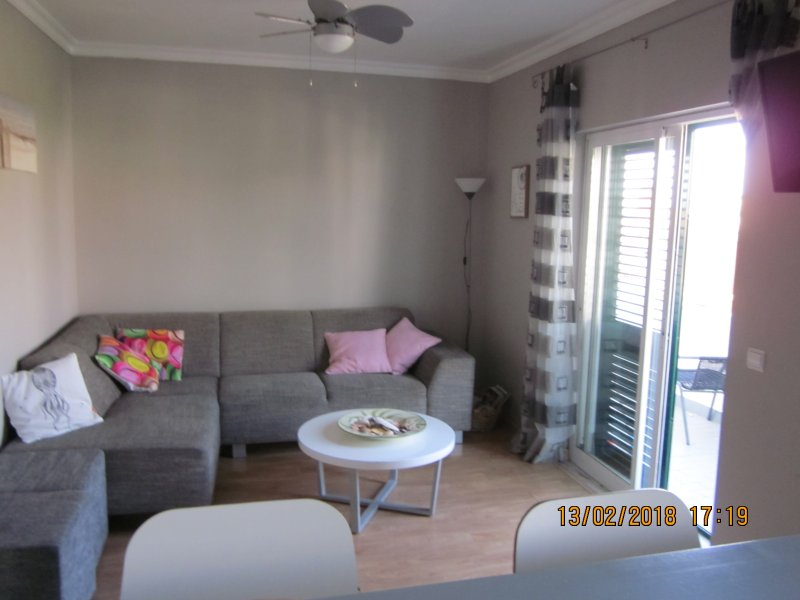 Sfeervol appartement tussen stad en strand/ Appartment between city and beach., Ferienwohnung in Montenegro
