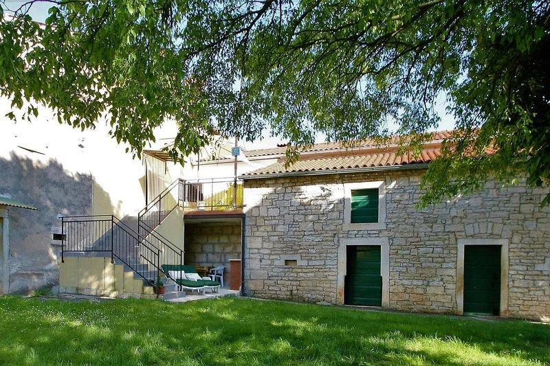 One bedroom house Sinožići, Central Istria - Središnja Istra (K-11629), aluguéis de temporada em Fabci