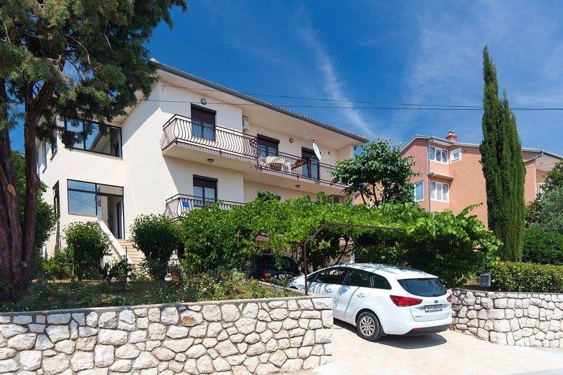 Three bedroom apartment Novi Vinodolski (A-11702-a), casa vacanza a Donji Zagon
