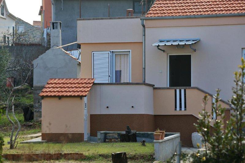 Two bedroom apartment Preko, Ugljan (A-11914-a), holiday rental in Preko