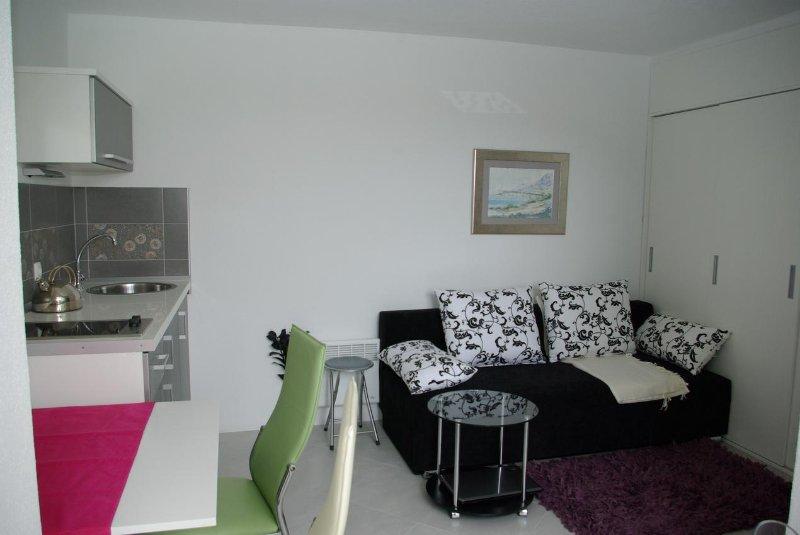 Wohnzimmer, Oberfläche: 8 m²