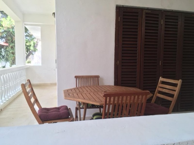 Tribunj Apartment Sleeps 4 with Air Con - 5571243, location de vacances à Zirje Island