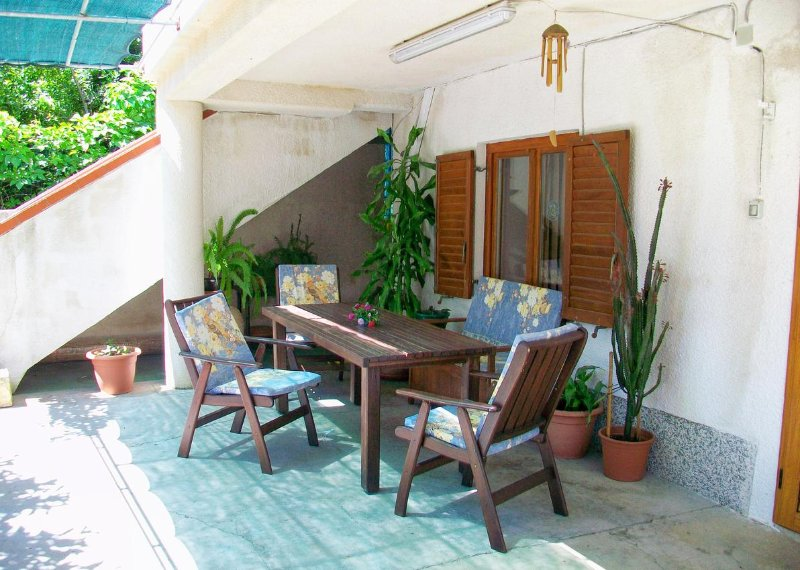 Nerezine Apartment Sleeps 2 with Air Con - 5467847, vacation rental in Nerezine