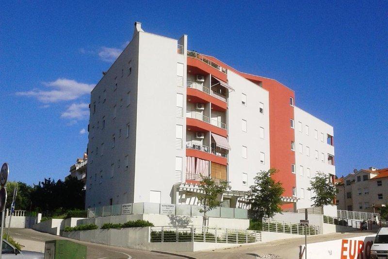 Kila Apartment Sleeps 4 with Air Con - 5471022, holiday rental in Kamen