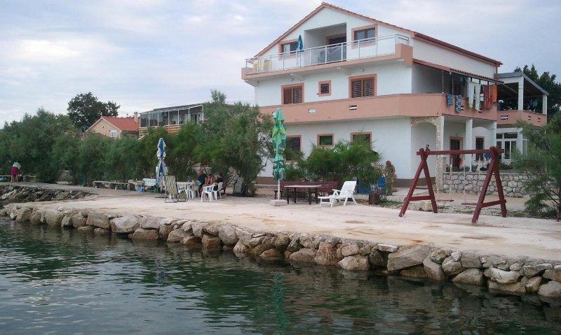 Nevidane Apartment Sleeps 4 with Air Con - 5470962, holiday rental in Nevidane