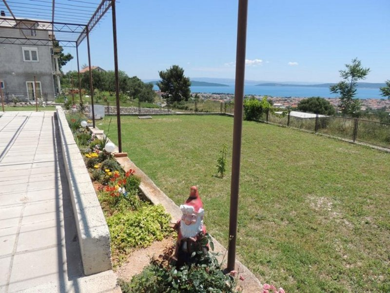 Kastel Gomilica Apartment Sleeps 5 with Air Con - 5471028, holiday rental in Rudine