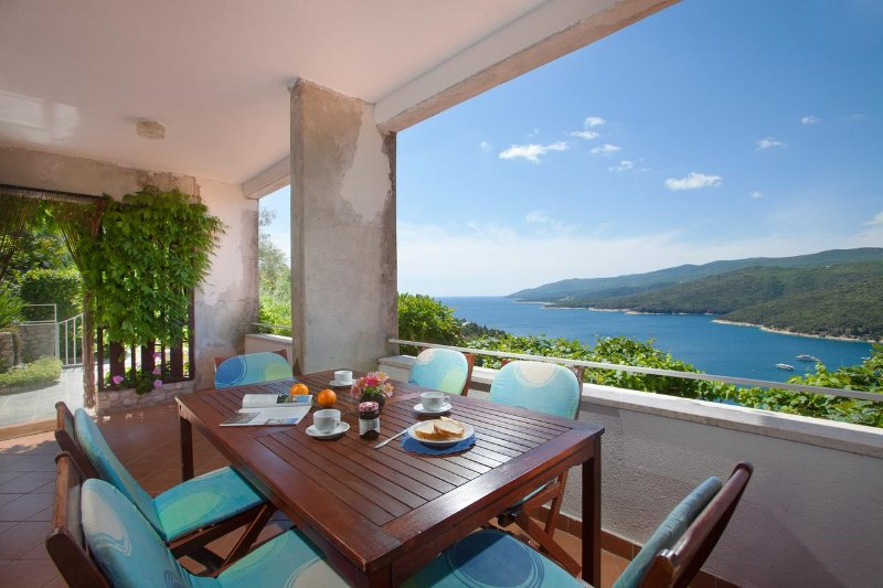 Rabac Apartment Sleeps 7 with Air Con - 5471029, vacation rental in Rabac