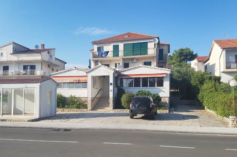 Room Solaris, Šibenik (S-12269-a), holiday rental in Zablace
