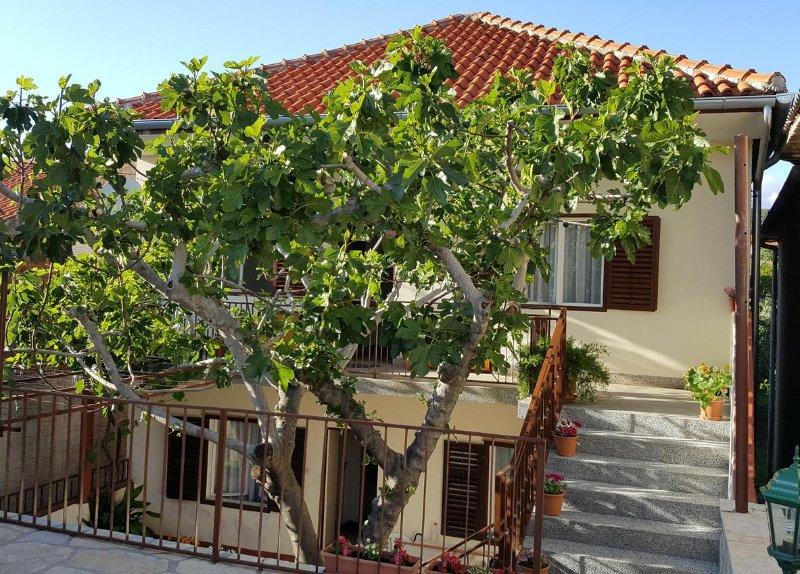 Two bedroom apartment Posedarje, Novigrad (A-12402-a), vacation rental in Posedarje