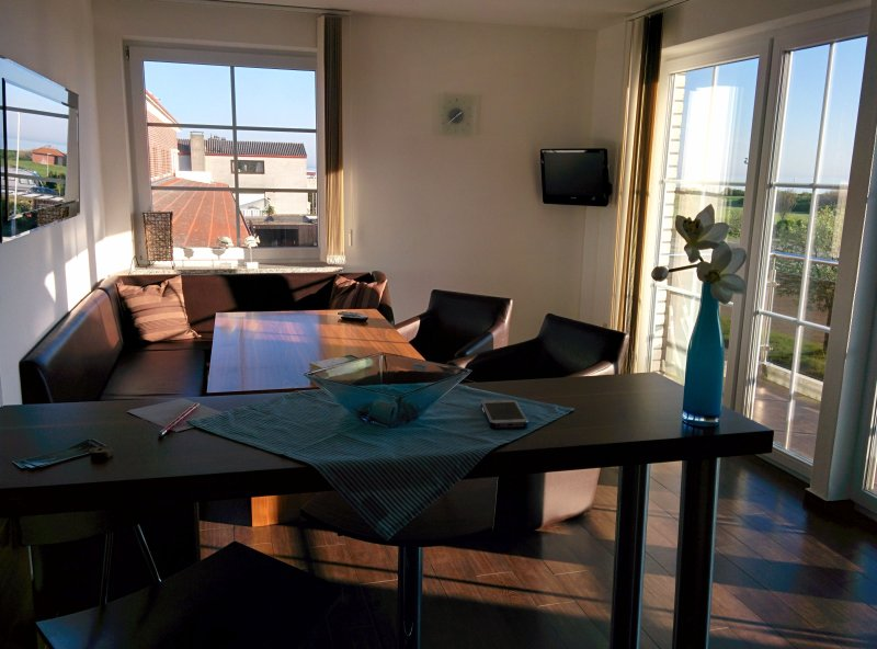 Dining area with sea-view and to the pier to Fehmarn