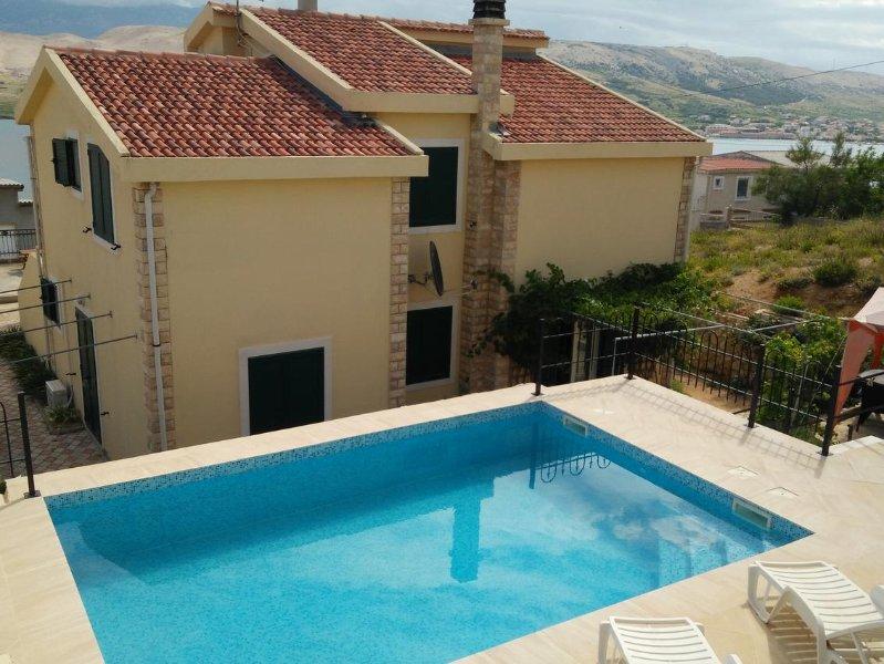 Stari Okic Apartment Sleeps 4 with Pool and Air Con - 5471484, location de vacances à Bosana