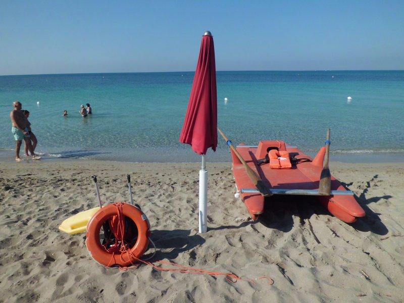 vista del mare dagli ombrelloni della spiaggia privata