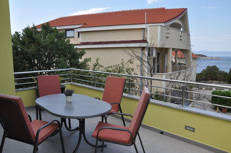 Omisalj Apartment Sleeps 3 with Air Con - 5471483, holiday rental in Omisalj