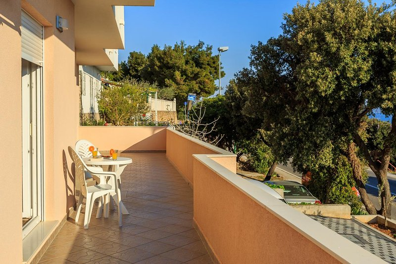 Tice Apartment Sleeps 4 with Air Con - 5471577, holiday rental in Stanici