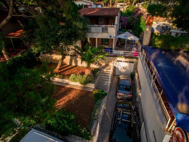 Kapec Apartment Sleeps 3 with Air Con - 5471590, aluguéis de temporada em Podaca