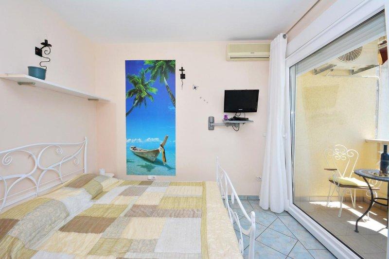 Studio flat Lokva Rogoznica, Omis (AS-13226-a) UPDATED 2018 - TripAdvisor -  Lokva Rogoznica Vacation Rental