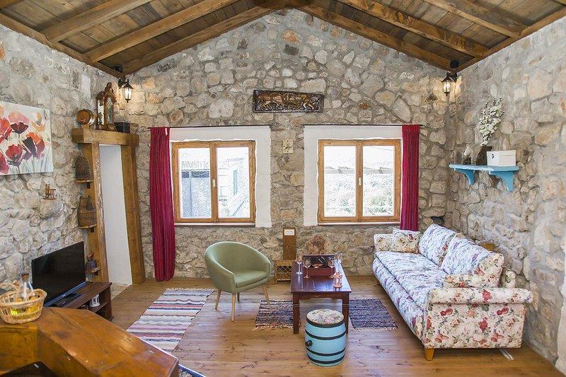 Vukotici Holiday Home Sleeps 4 with Air Con - 5471787, aluguéis de temporada em Putnikovic