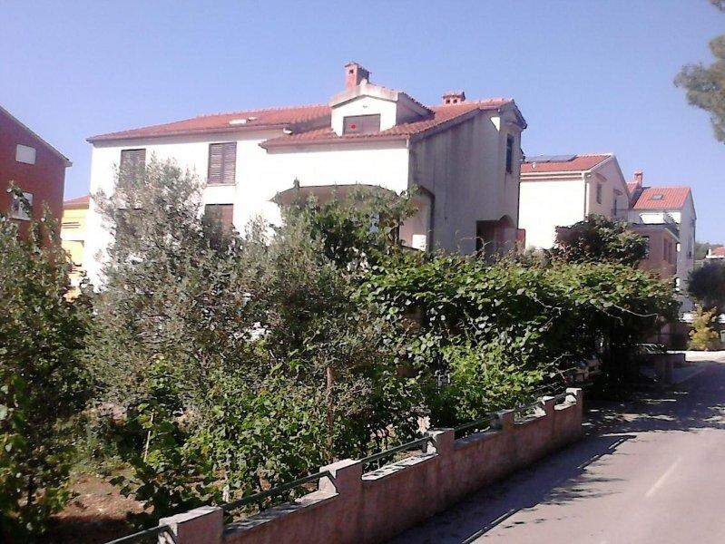 Grgomicic Apartment Sleeps 5 - 5471825, vacation rental in Diklo