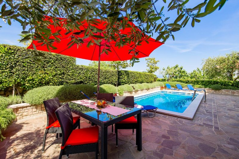Lovran Apartment Sleeps 4 with Pool and Air Con - 5478173, holiday rental in Opric