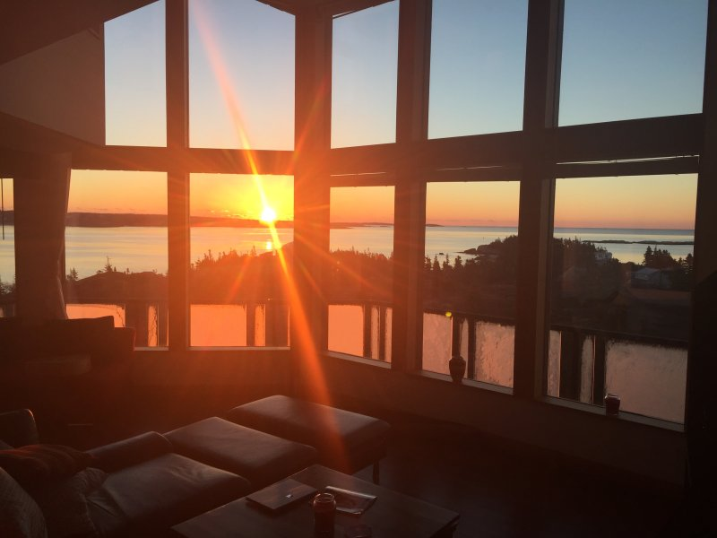 Stunning 5 bdrm Oceanfront Home w Panoramic Ocean Views! 10min from Peggy's Cove – semesterbostad i Halifax Regional Municipality