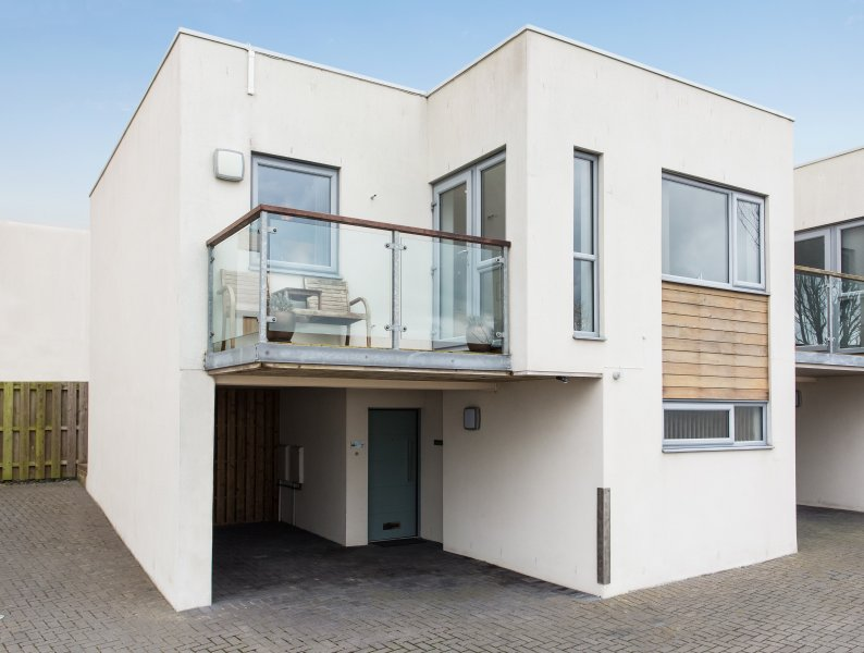 Lowenza mews house with balcony and sea views