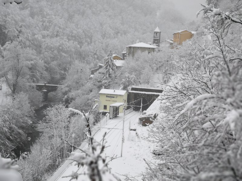 Paesaggio invernale della Stazione ferroviaria di Biagioni Lagacci a 0.5 Km dalla struttura