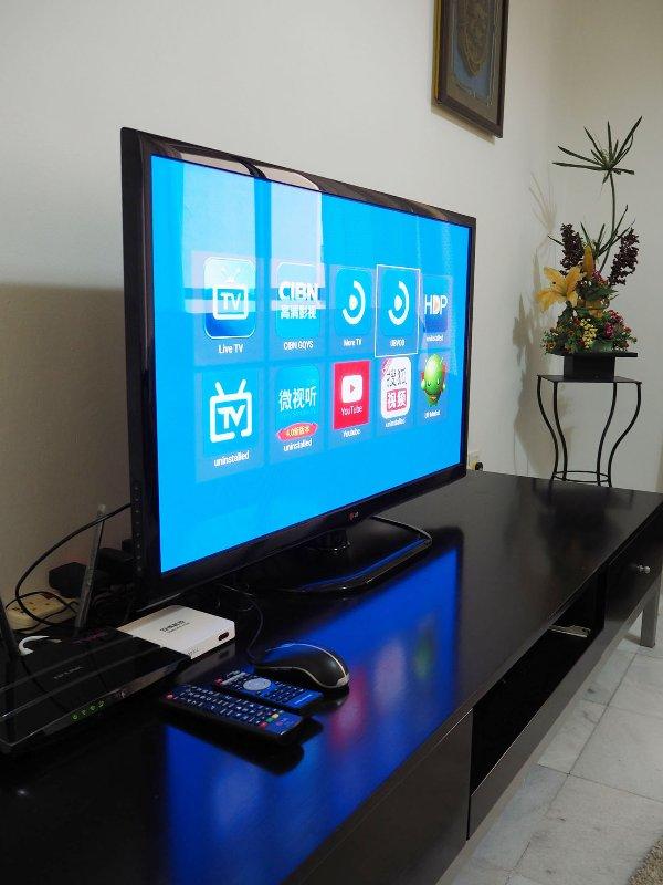 Box Smart TV avec chaînes auquel se ajoute WIFI haut débit