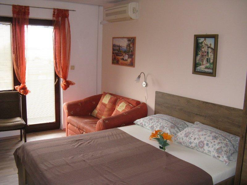 Apartmani Josip Lela - Apartment 1, holiday rental in Zaboric