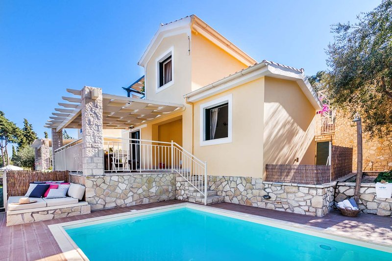 Luxury Private Pool Villa in Monodendri Beach / Villas Muscalas - Petra, vacation rental in Lakka
