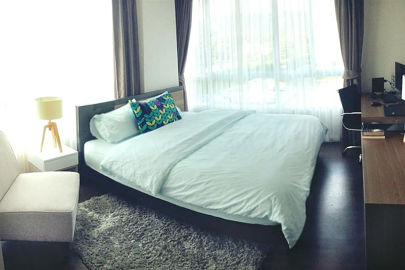 Quiet and comfortable - 2 Bedrooms Apartment, holiday rental in Koh Kaew